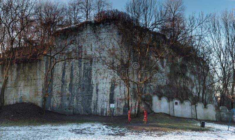 Limeston-Wand in PodgÃ-³ rze Bezirk in Krakau stockfotografie