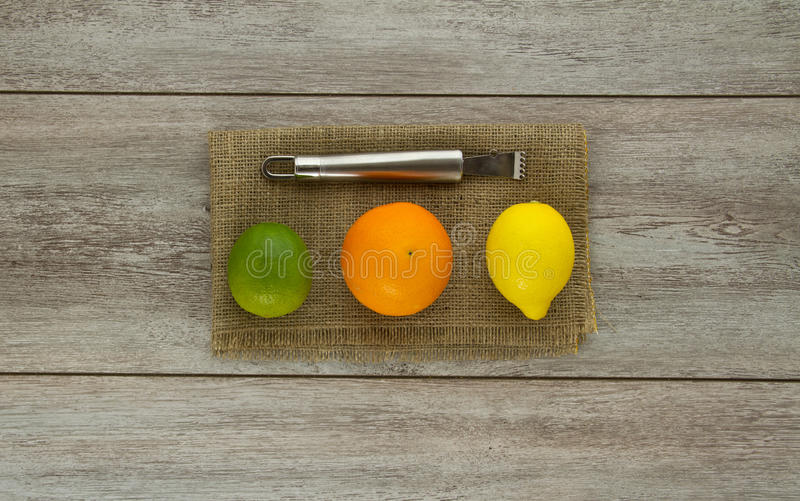Limetta, arancia, limone e zester fotografia stock libera da diritti