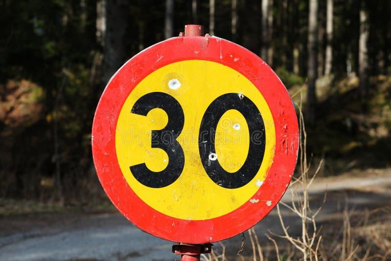Limite de velocidade 30. fotografia de stock royalty free
