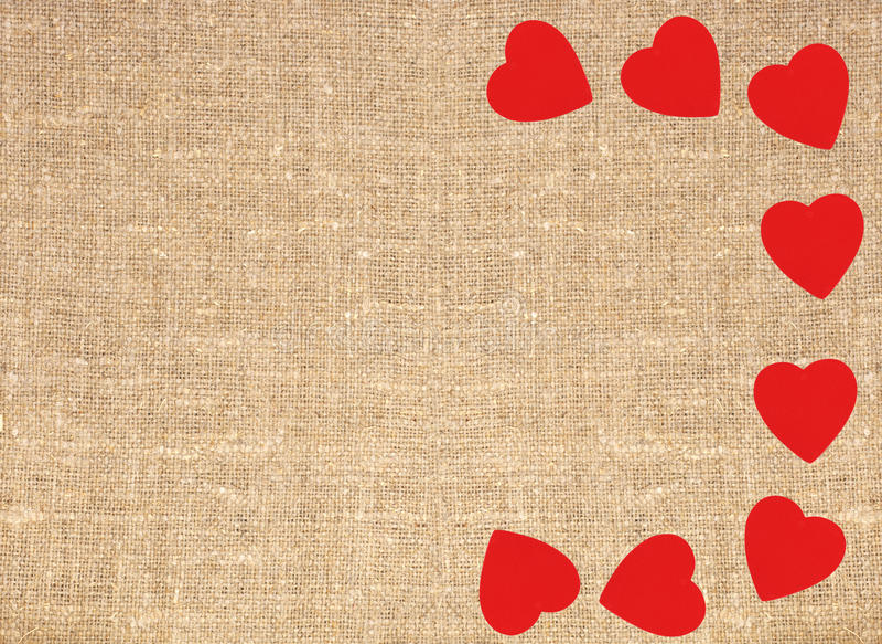Limite o quadro de corações vermelhos no texto do fundo de serapilheira da lona do saco ilustração royalty free