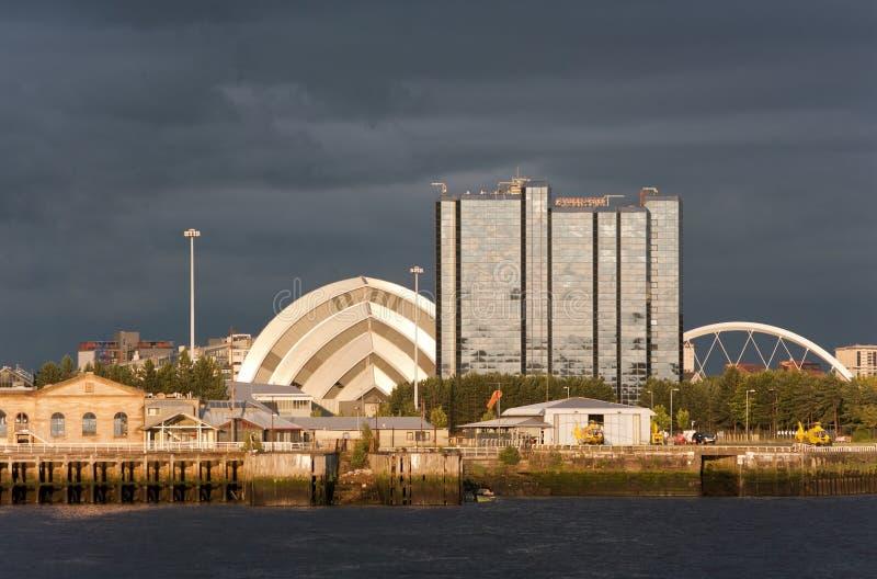 Limiti della riva del fiume al tramonto a Glasgow, Scozia fotografia stock libera da diritti