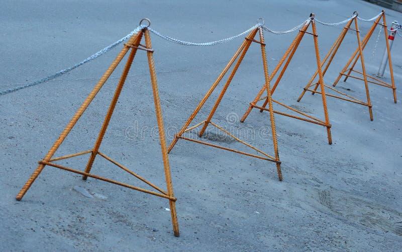 _Limiting барьер делать утюжить подкреплени и металл цеп стоковое фото rf