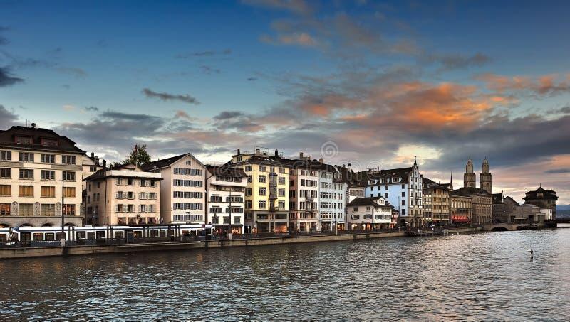 Limmatrivier en Zürich royalty-vrije stock afbeelding