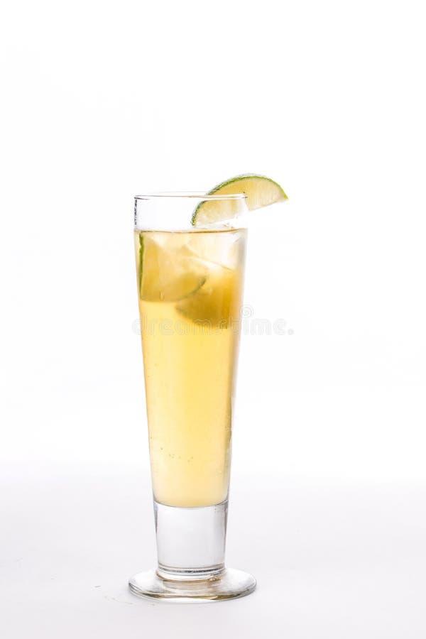 Limonada com fatia do cal no vidro alto isolado no fundo branco fotografia de stock royalty free