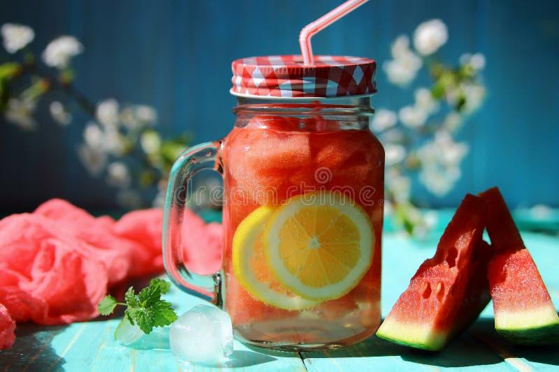 limonada com melancia e limão foto de stock royalty free