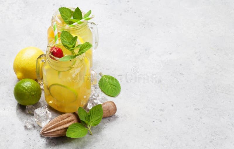 Limonada fresca del verano imagen de archivo libre de regalías