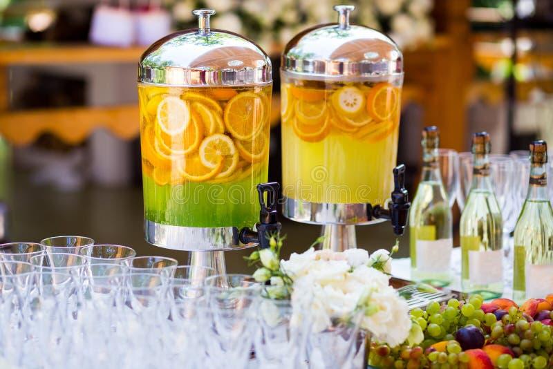Limonada frutado, bebida de refrescamento do fruto, suco de laranja, restauração, imagens de stock