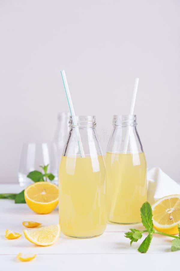 Limonade d'été en verre images stock
