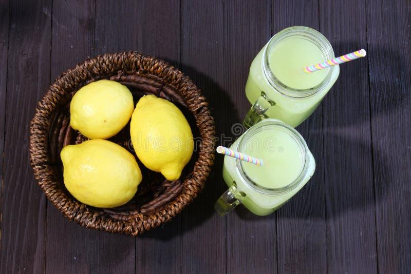 Limonade en Citroenen stock foto