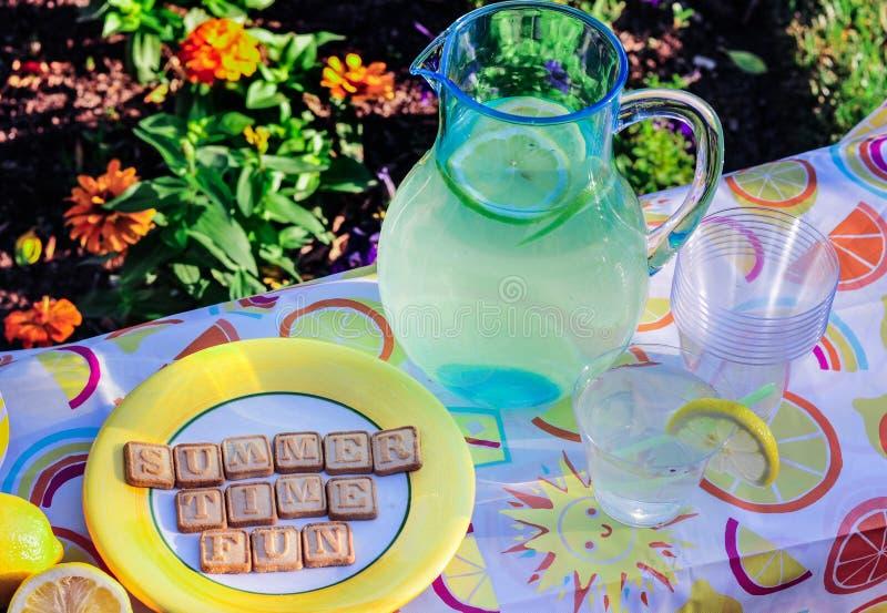 Limonade et amusement d'heure d'été photos libres de droits