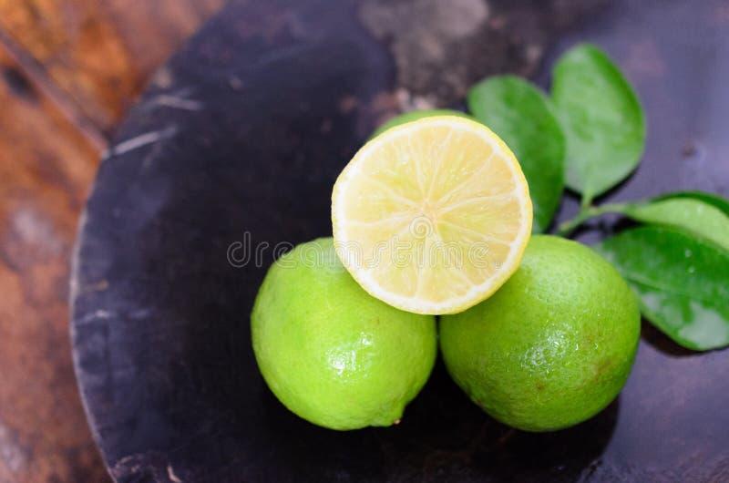 Limonade met verse citroen royalty-vrije stock afbeeldingen