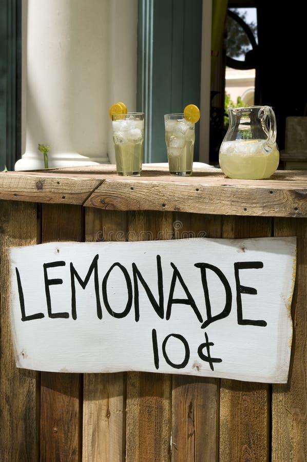 Limonade-Standplatz stockfoto
