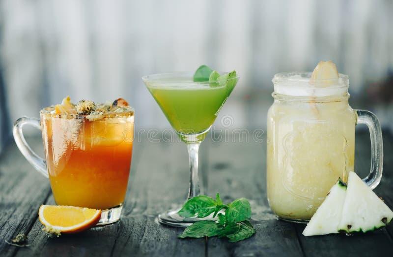 Limonade trois sur la table images stock