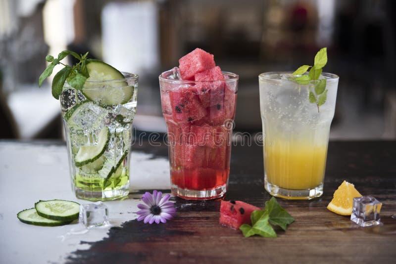 Limonata della frutta fresca tre Cetriolo con l'anguria e l'arancia della menta Freschezza stessa immagini stock libere da diritti