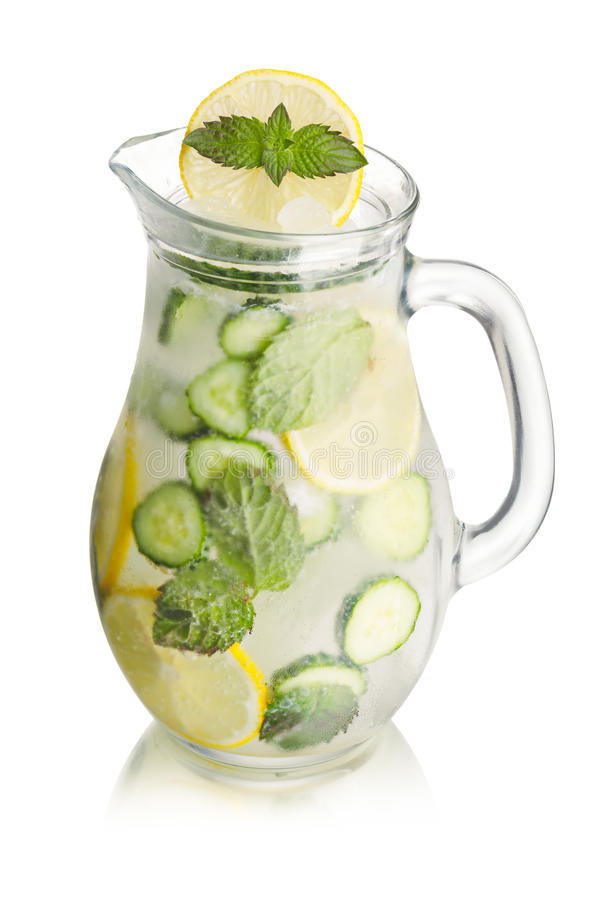 Download Limonata Scintillante Del Cetriolo Immagine Stock - Immagine di spritzer, brocca: 56877391