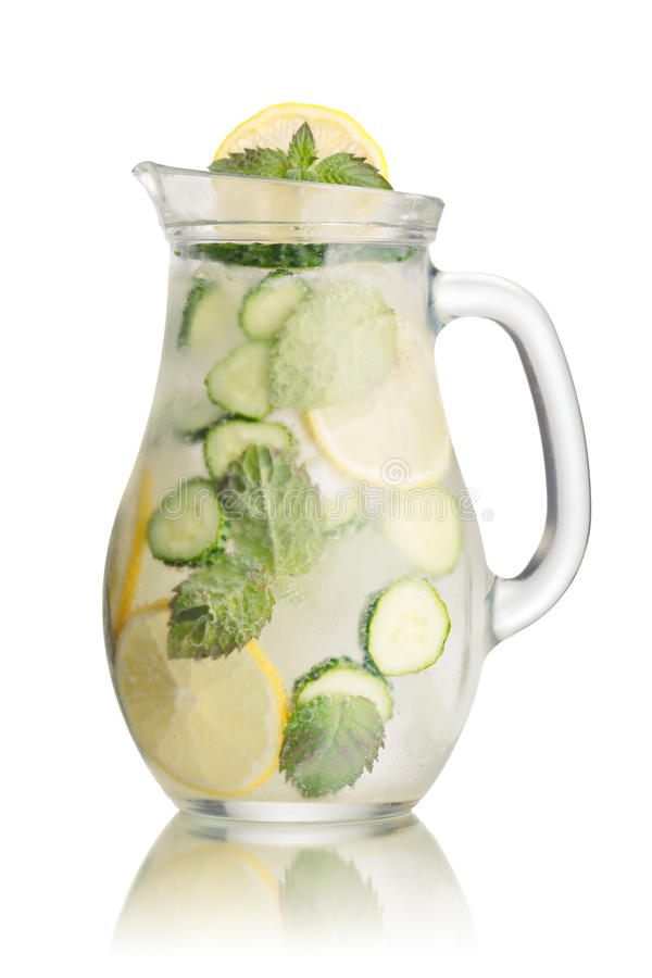Download Limonata Scintillante Del Cetriolo Immagine Stock - Immagine di infuso, bevanda: 56877425