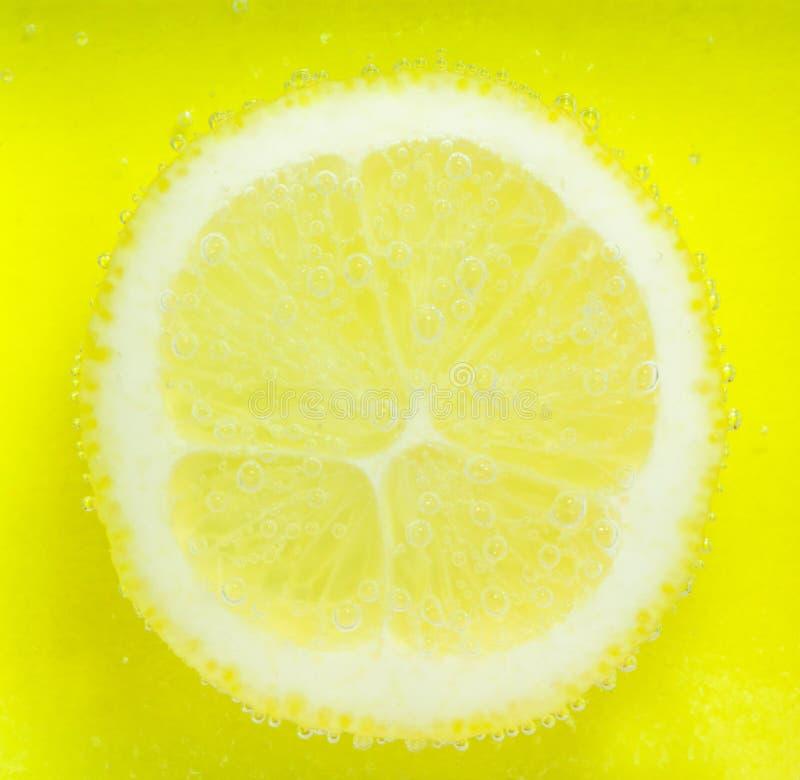 Limone con le bolle fotografia stock libera da diritti