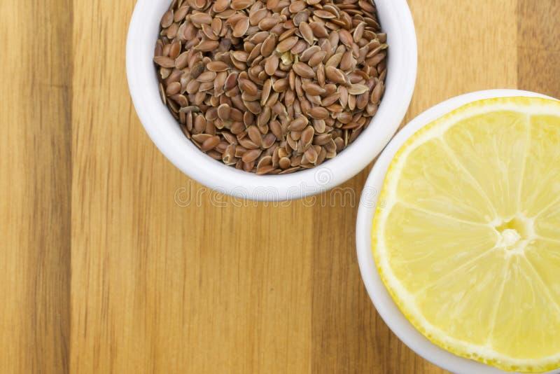 Limone e semi di lino fotografia stock libera da diritti