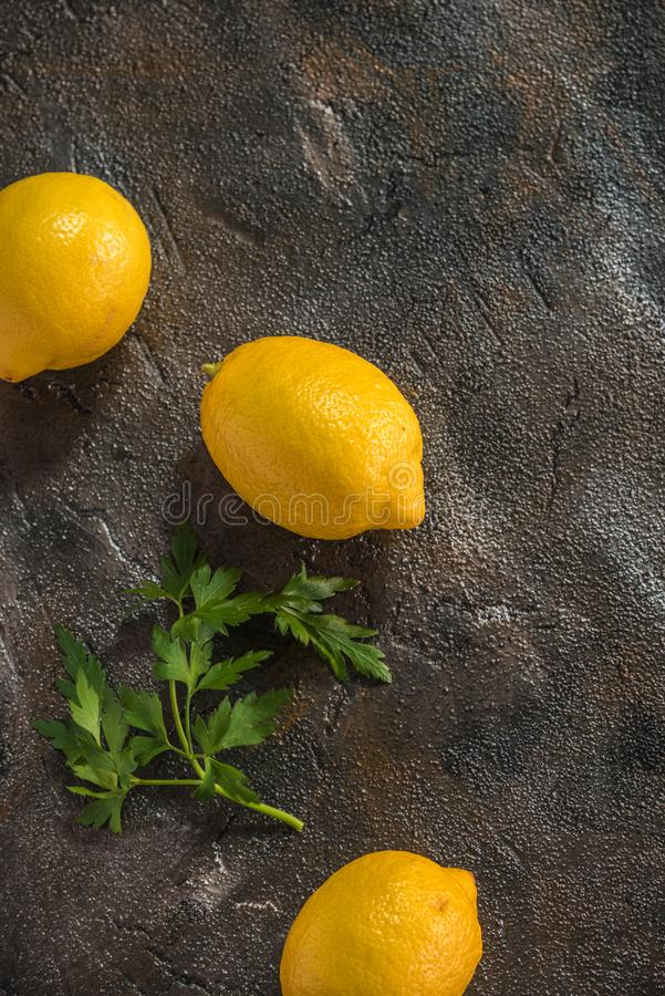 Limones y perejil foto de archivo libre de regalías