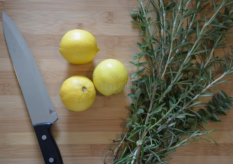 Download Limoni ed erbe immagine stock. Immagine di brown, lama - 55360617