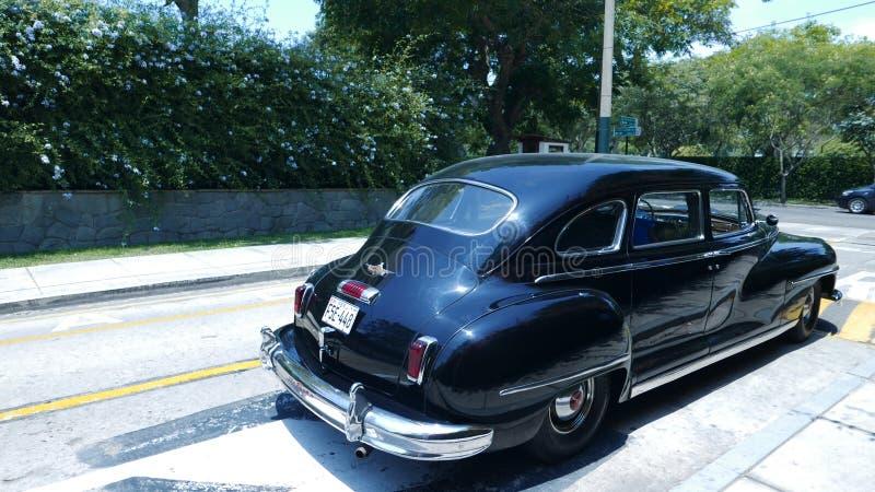 Limousine Black De Soto parkte in San Isidro, Lima stockfotografie