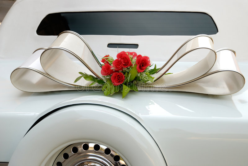 Limousine blanche de mariage images stock