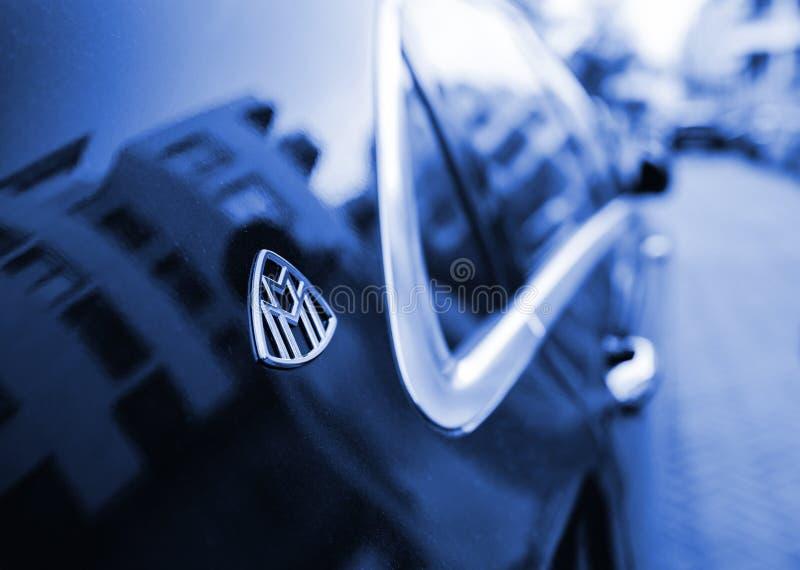 Limousine bleue de luxe de Mercedes-Maybach s600 photos stock