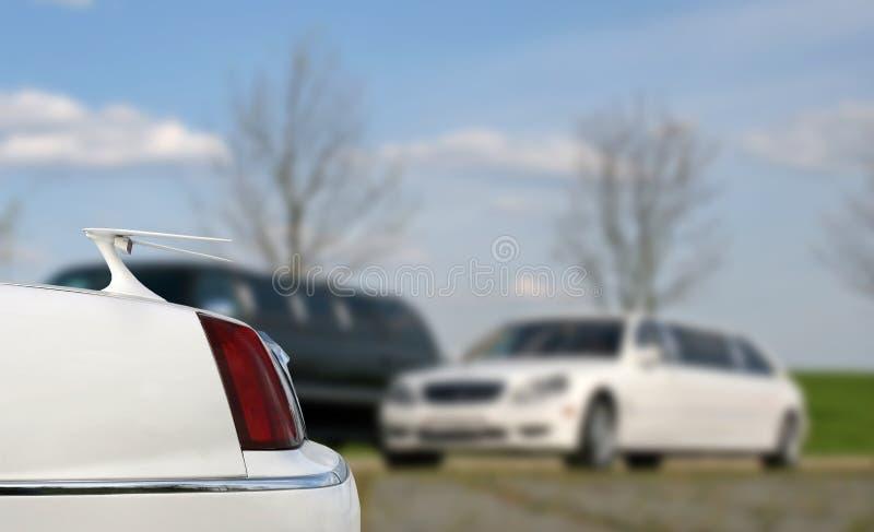 Limousine de bout droit Tronc de limousine Limousine blanche de luxe image libre de droits