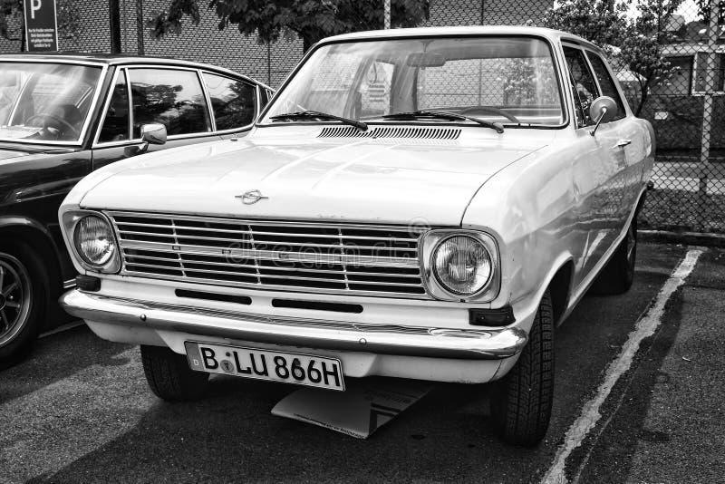 Limousine de porte d'Opel Kadett B 2 de voiture (noire et blanche) images stock