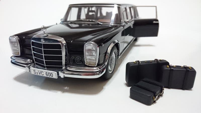 Limousine de porte ouverte du pullman LWB de Mercedes Benz S600 images libres de droits