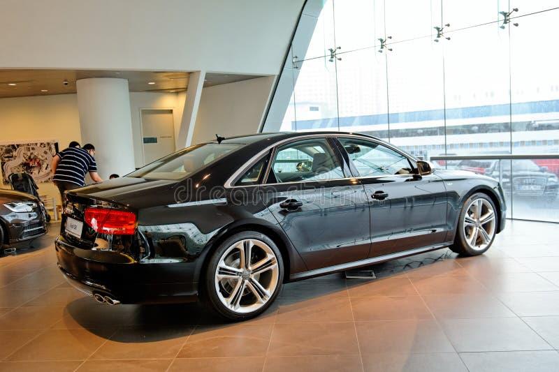 Limousine di Audi S8 su visualizzazione al centro Singapore di Audi fotografia stock libera da diritti