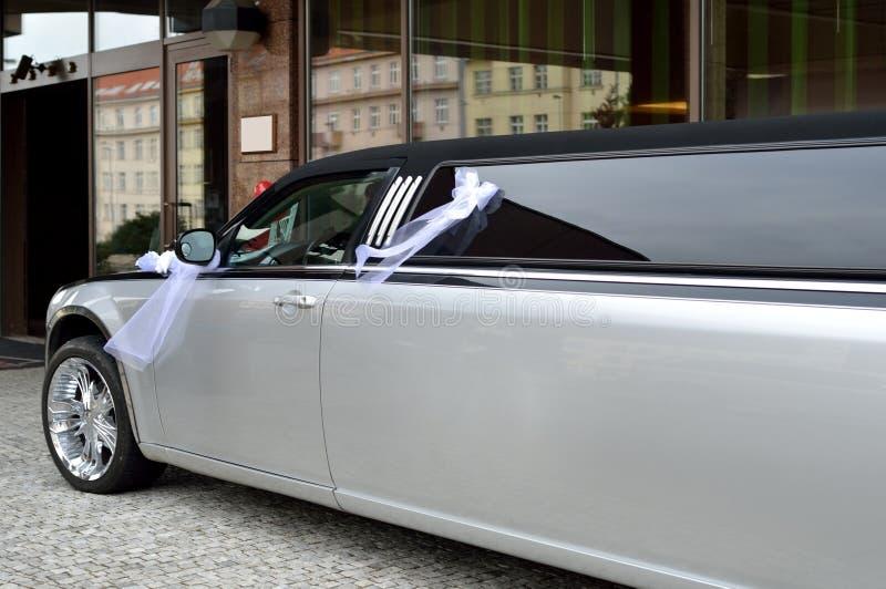 Limousine för gifta sig händelse arkivbild