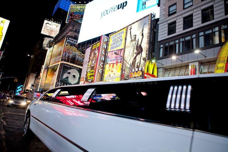 Limousine im Times Square stockbild
