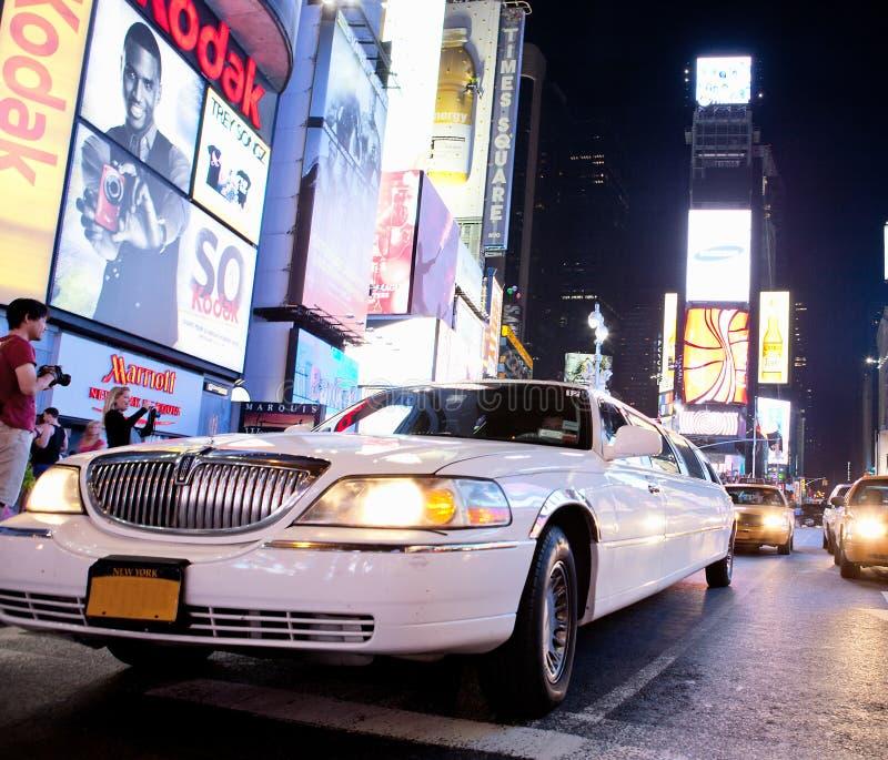 Limousine im Times Square lizenzfreie stockfotos