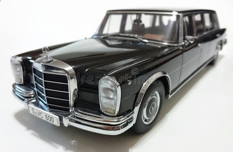 Limousine Mercedes Benzs S600 Pullman LWB lizenzfreie stockfotografie