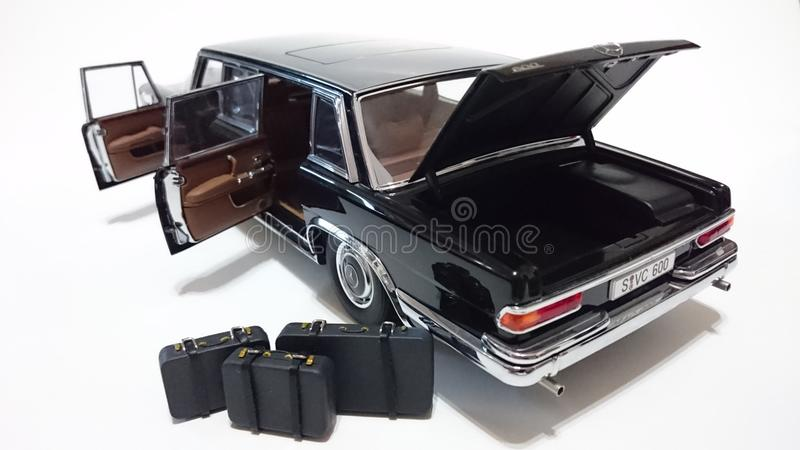 Limousine offener Türen Mercedes Benzs S600 Pullman LWB lizenzfreie stockfotografie