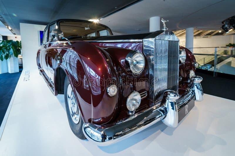 limousine a quattro porte Ultra-esclusive Rolls-Royce Phantom V, 1961 immagini stock libere da diritti