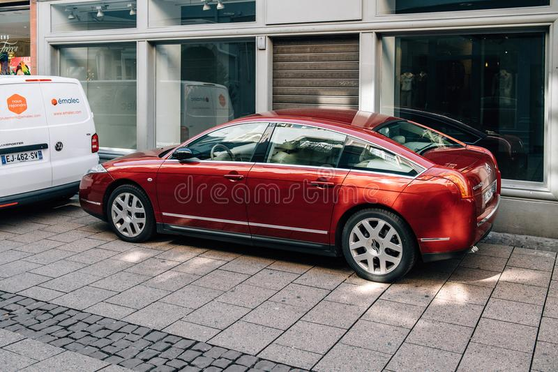 Limousine rosse di lusso del lusso di Citroen C6 fotografia stock libera da diritti