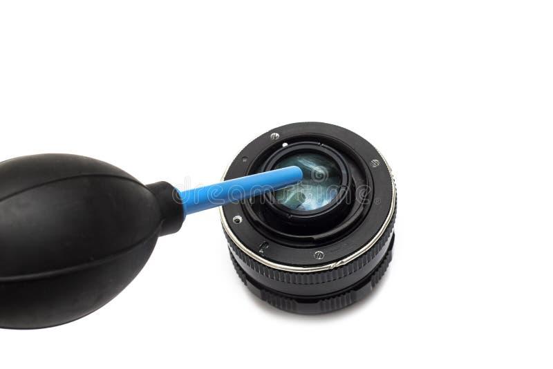 Limpando a lente com uma pera imagem de stock royalty free