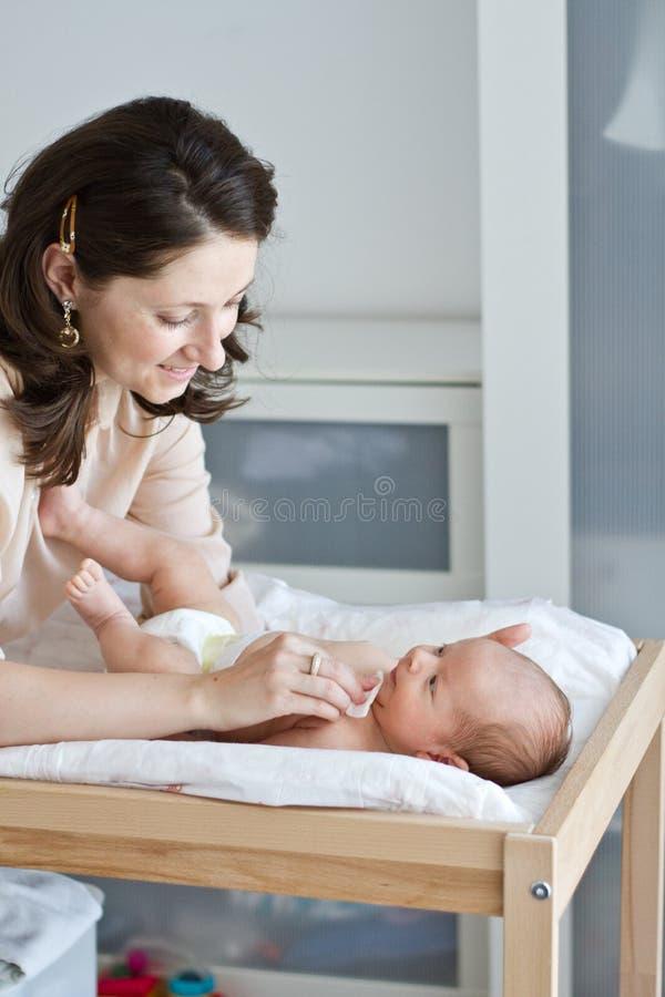Limpando o bebê fotografia de stock royalty free