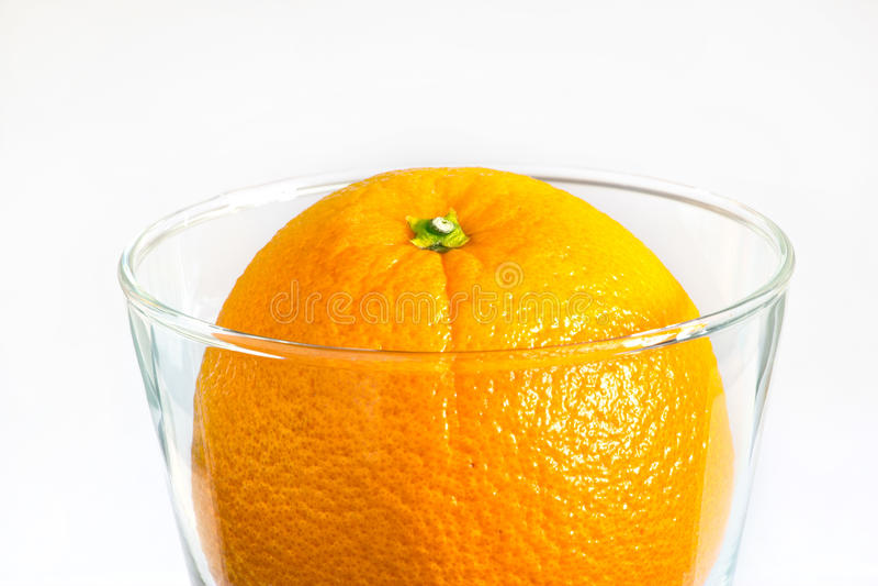 Limpe o alimento e beba o refrescamento delicioso da laranja no vidro, alimento da infusão imagem de stock