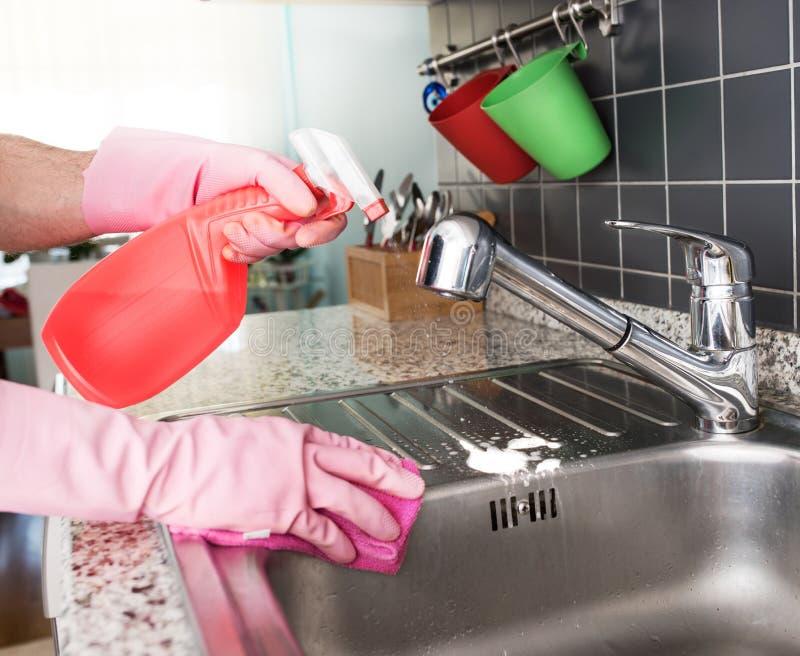 Limpeza da cozinha imagem de stock royalty free