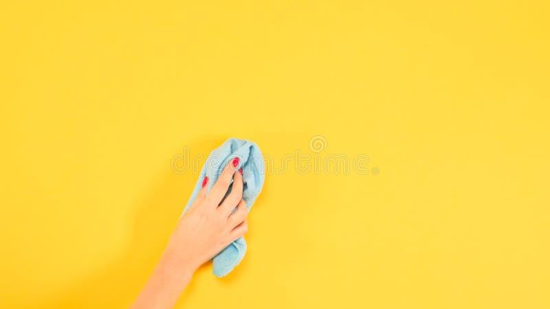 Limpeza limpa de pano da mão do mundo da higiene da casa fotos de stock royalty free