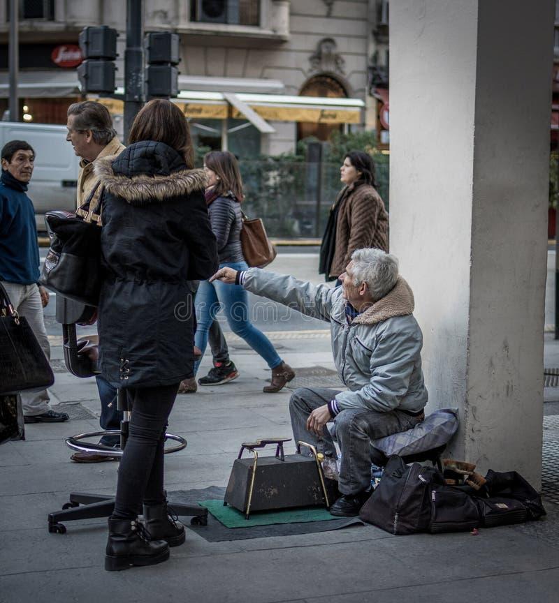 Limpiabotas del zapato, Buenos Aires imagenes de archivo