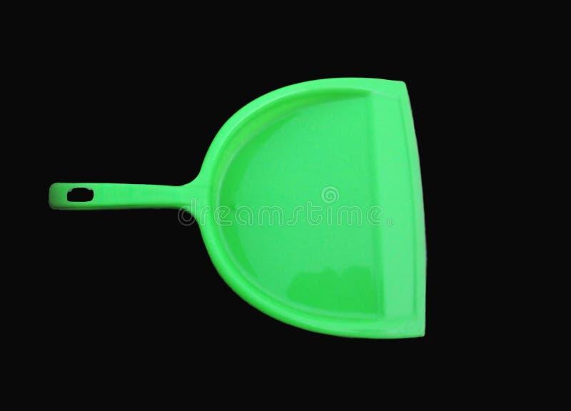 Limpiador verde de la basura aislado en fondo negro fotografía de archivo