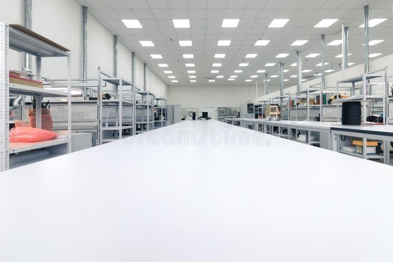 Limpie el sitio de la producción Fabricación de electrónica industrial fotos de archivo libres de regalías