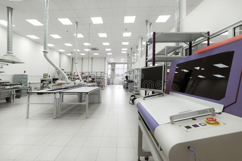 Limpie el sitio de la producción Fabricación de electrónica industrial fotografía de archivo libre de regalías
