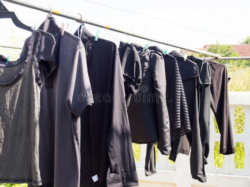 Limpie la ropa que cuelga para seco fotografía de archivo libre de regalías