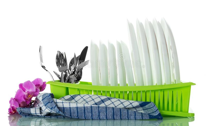 Limpie los utensilios lavados de la cocina en la sequedad en blanco fotos de archivo libres de regalías