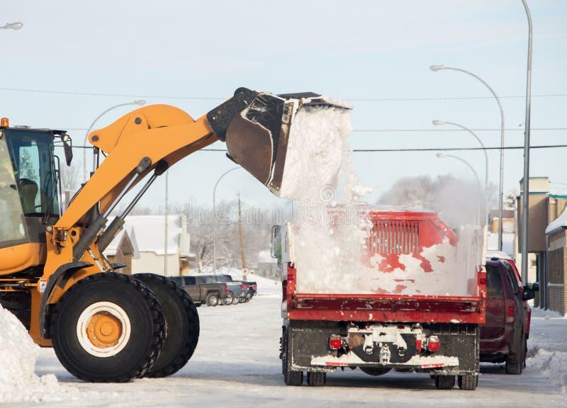 Limpieza de la calle en invierno fotografía de archivo
